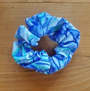 Blue Hawaiian Print Scrunchie